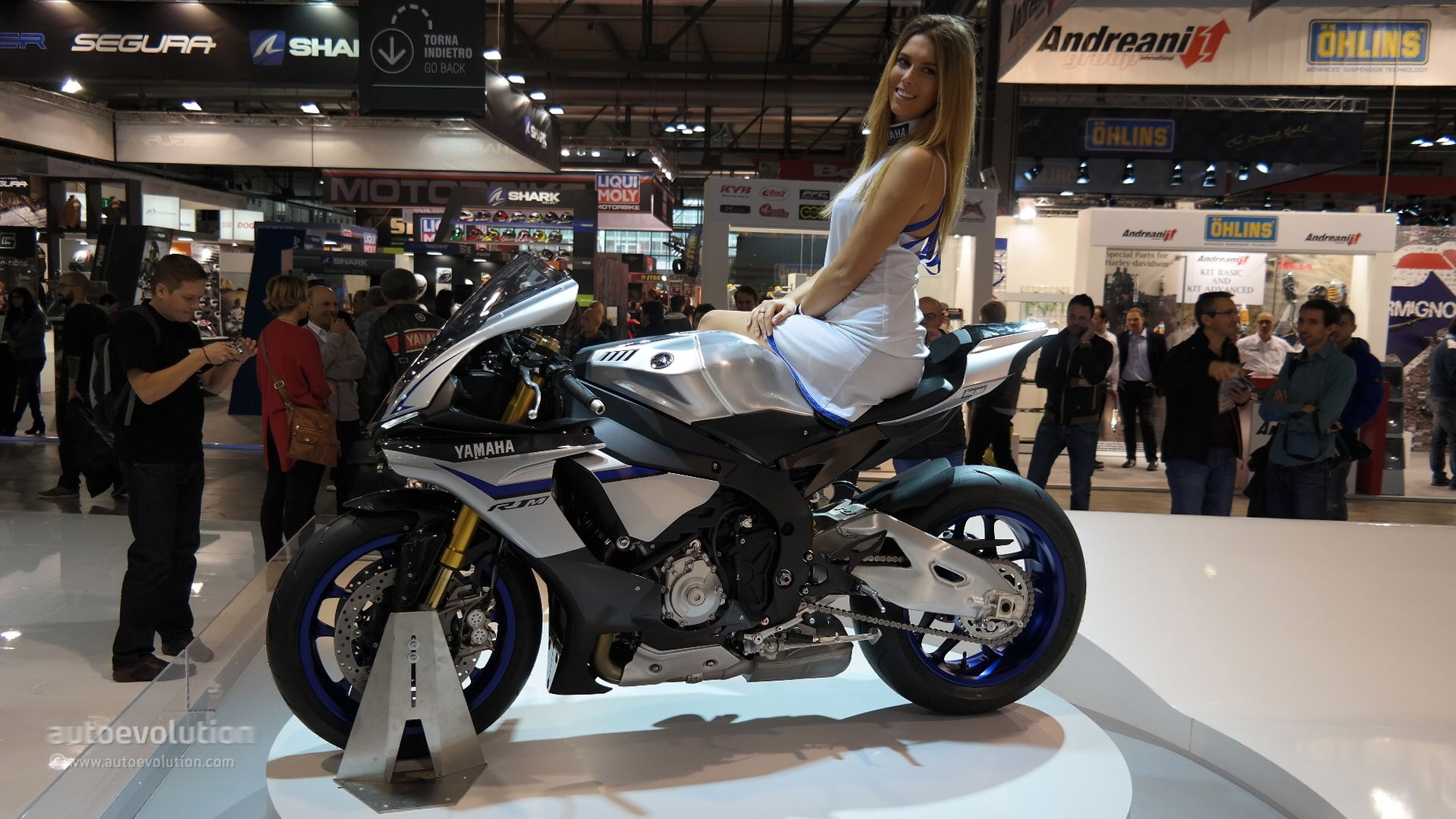 2015 Yamaha YZF-R1 and R1M Are MotoGP Gods Amongst Humans at