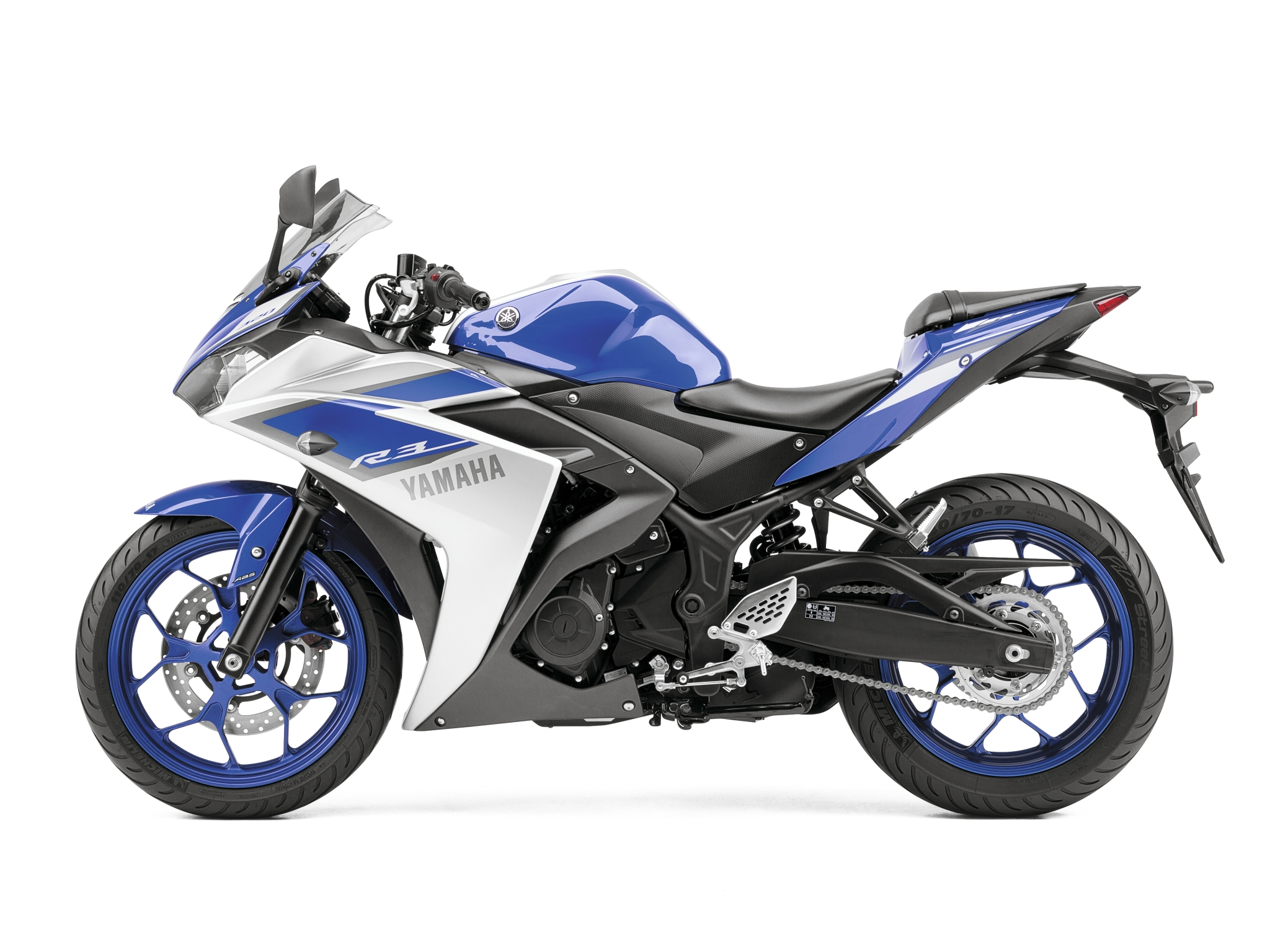 2015 yamaha yzf r3 first official pictures show a future winner autoevolution. Black Bedroom Furniture Sets. Home Design Ideas