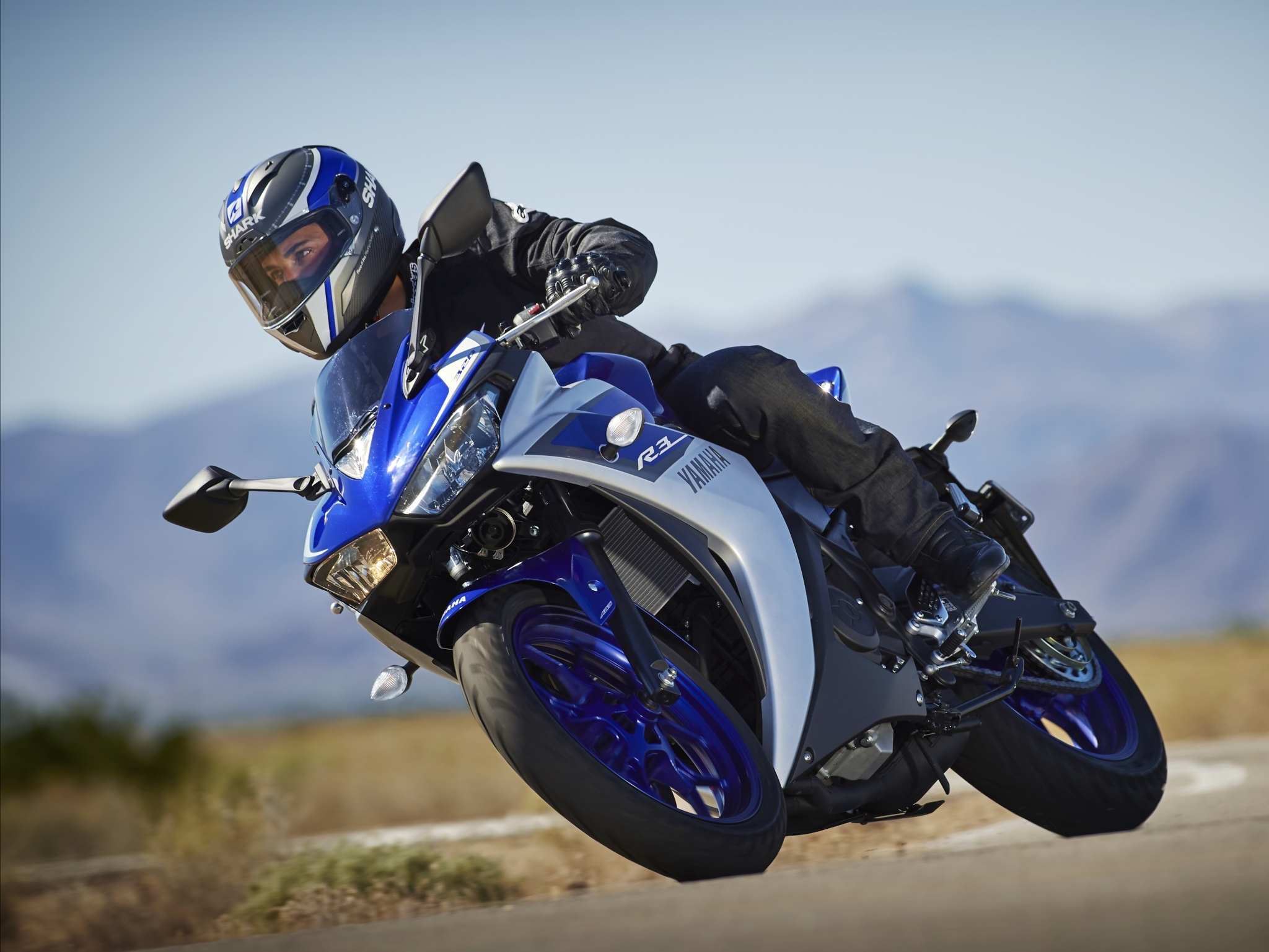 2015 yamaha yzf r3 first official pictures show a future for Yamaha yzf r3 price