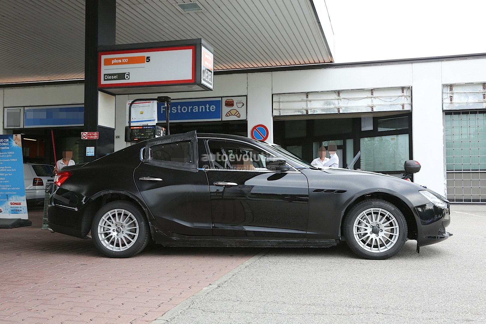 2016 alfa romeo giulia tipo 952 spied with led lights and 4c inspired grimace photo gallery. Black Bedroom Furniture Sets. Home Design Ideas