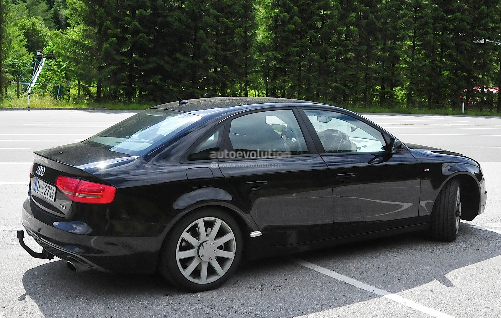 2016 audi a4 spyshots reveal new mmi infotainment display autoevolution. Black Bedroom Furniture Sets. Home Design Ideas