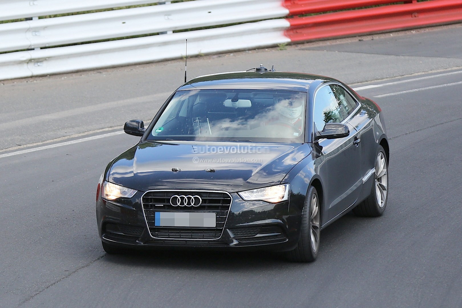 audi a5 audi teste sa nouvelle a5 2016 sur le n rburgring. Black Bedroom Furniture Sets. Home Design Ideas