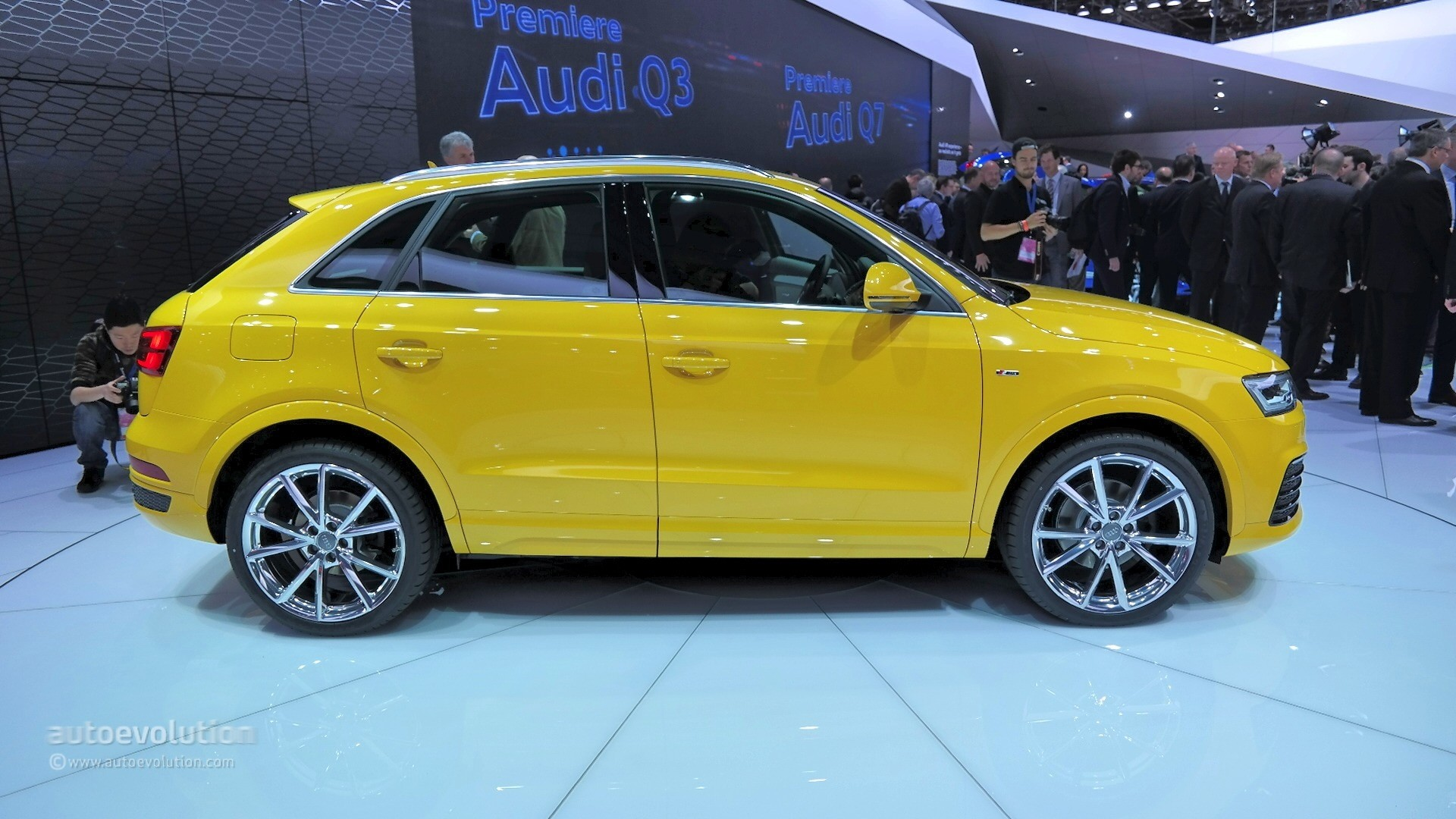 2016 audi q3 debuts new design and 210 hp engine in detroit live photos autoevolution. Black Bedroom Furniture Sets. Home Design Ideas
