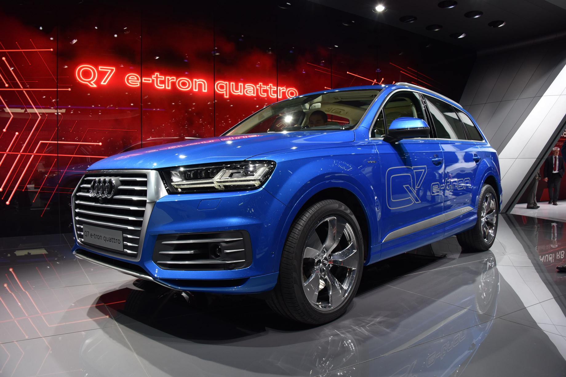 2016 Audi Q7 E Tron Diesel Phev Is The World S Most