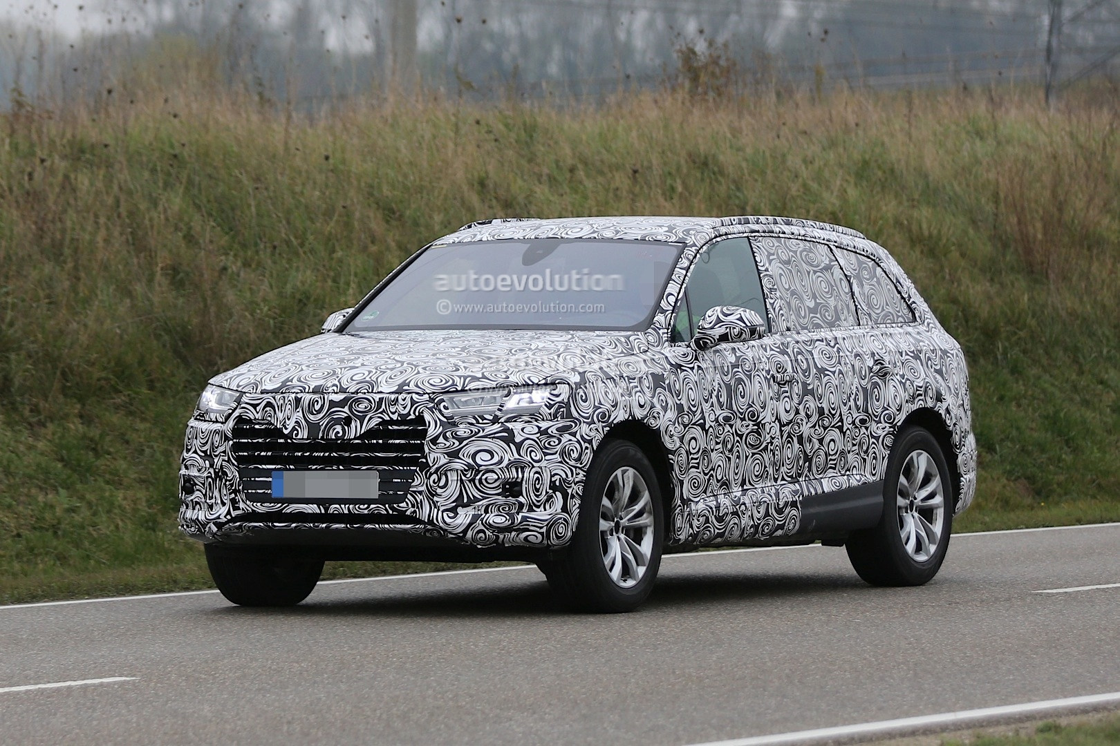 http://s1.cdn.autoevolution.com/images/news/gallery/2016-audi-q7-spied-with-matrix-led-headlights-for-first-time_2.jpg