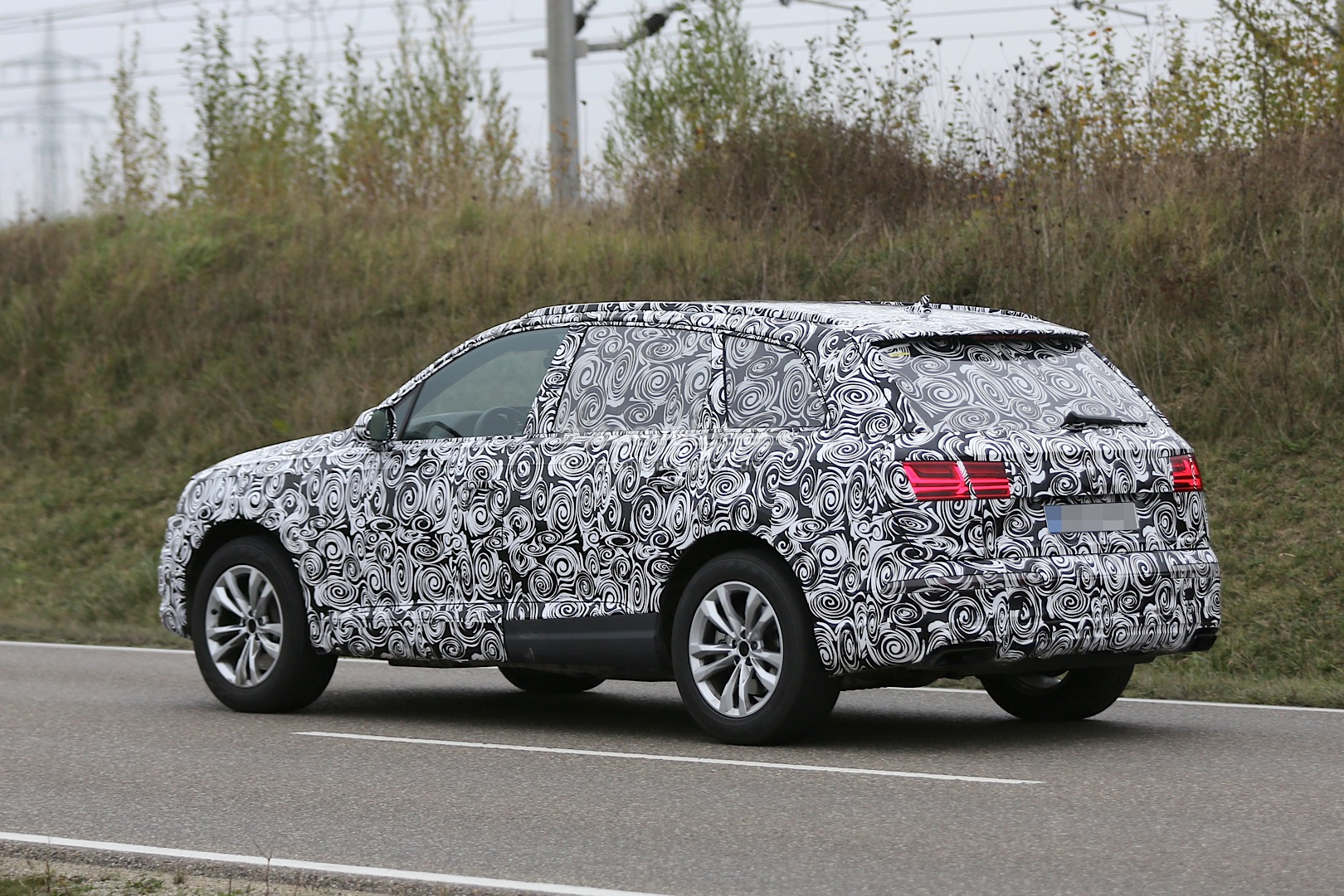 http://s1.cdn.autoevolution.com/images/news/gallery/2016-audi-q7-spied-with-matrix-led-headlights-for-first-time_6.jpg