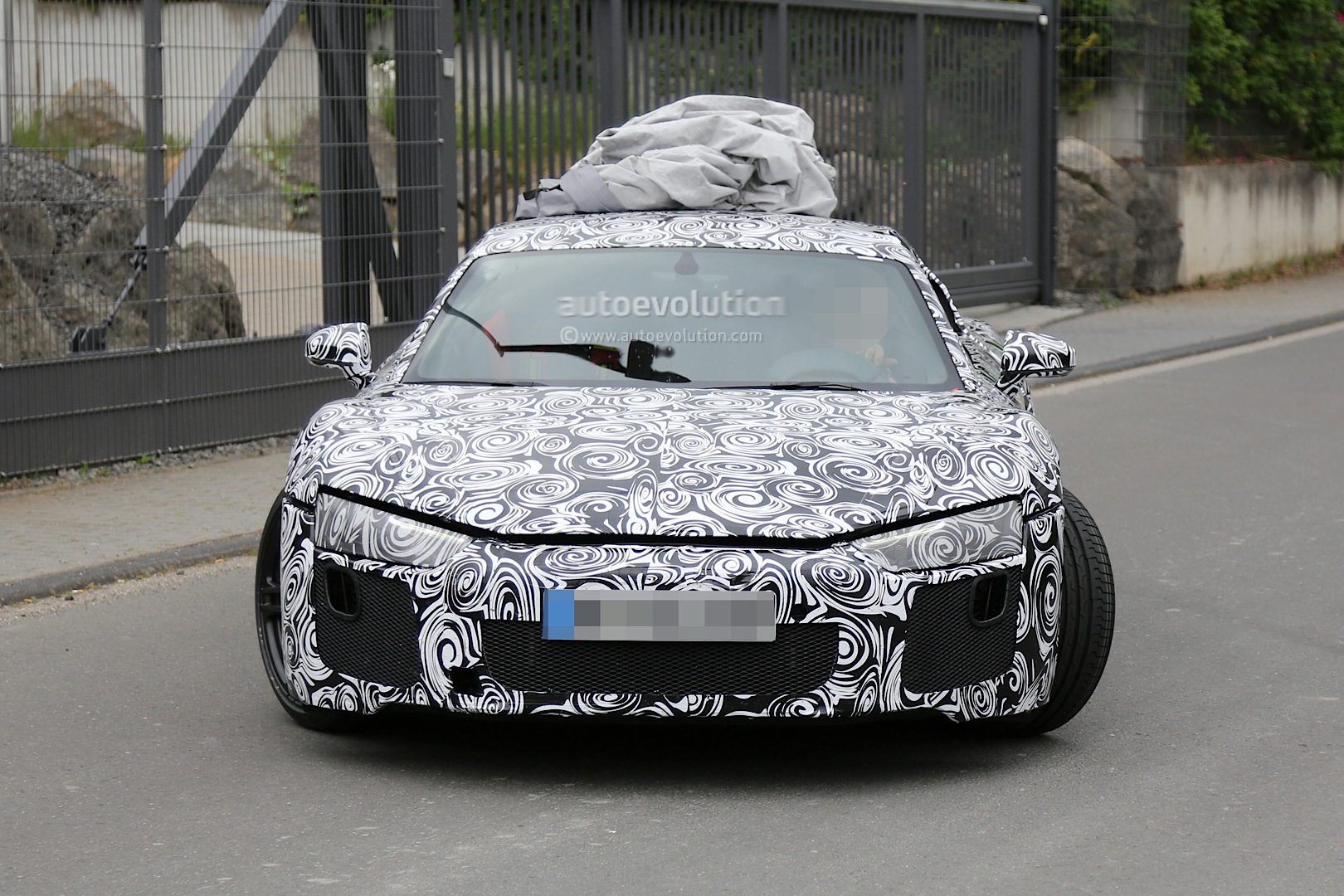 2015 - [Audi] R8 II / R8 II Spider - Page 2 2016-audi-r8-new-led-taillights-spied-in-detail_2