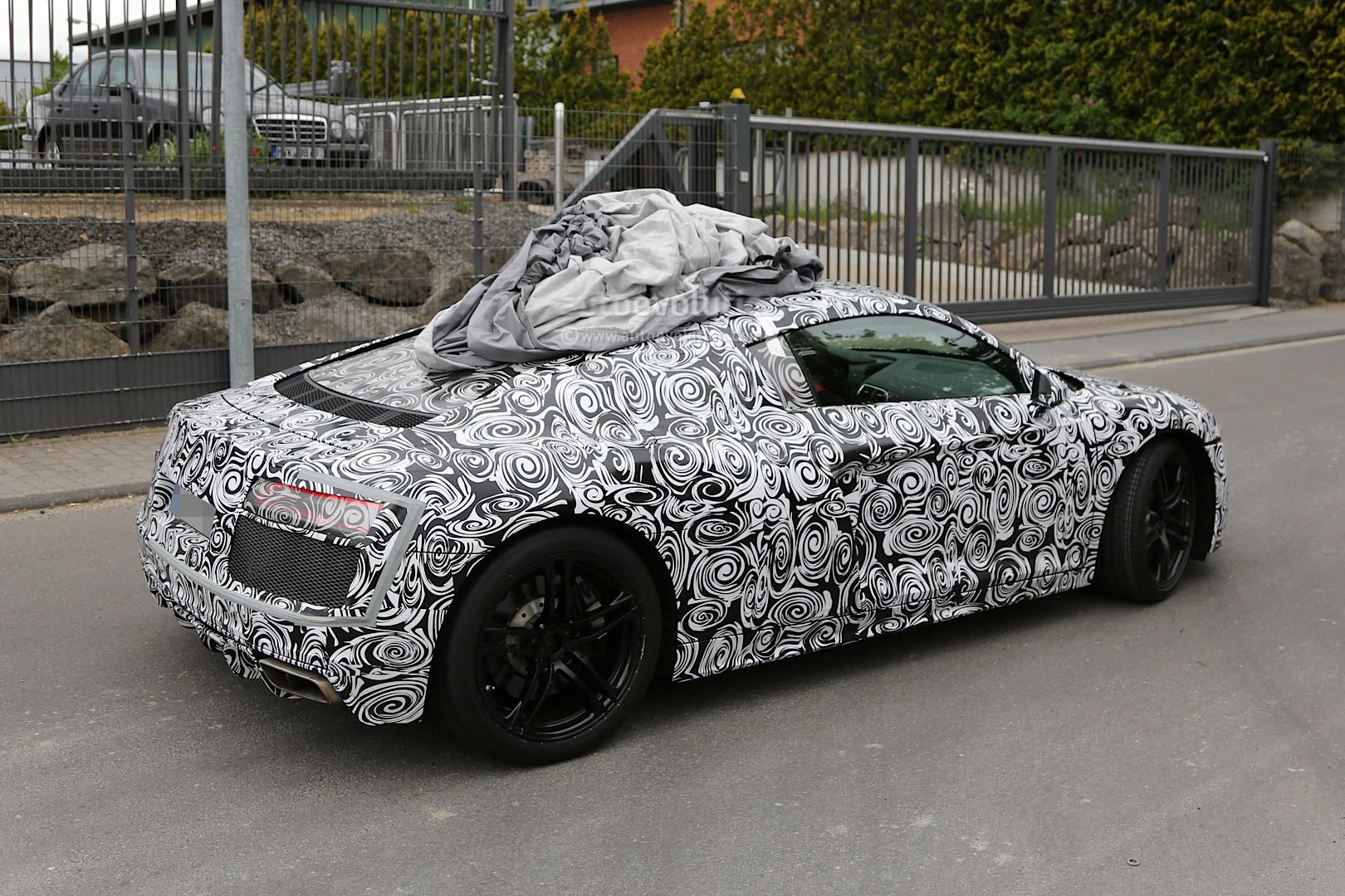 2015 - [Audi] R8 II / R8 II Spider - Page 2 2016-audi-r8-new-led-taillights-spied-in-detail_4