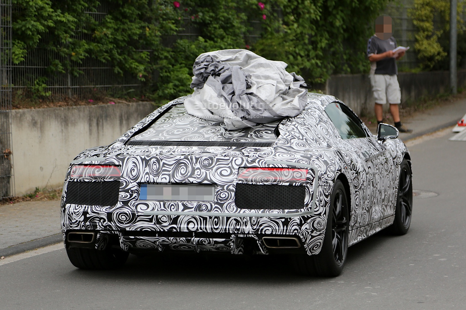 2015 - [Audi] R8 II / R8 II Spider - Page 2 2016-audi-r8-new-led-taillights-spied-in-detail_5