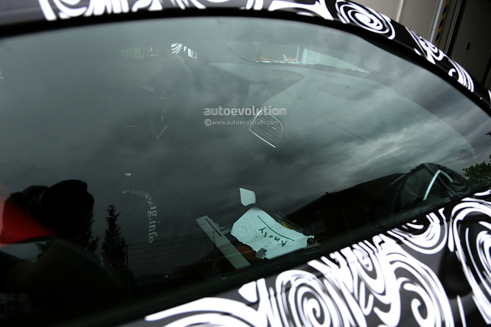 2015 - [Audi] R8 II / R8 II Spider - Page 2 2016-audi-r8-new-led-taillights-spied-in-detail_6