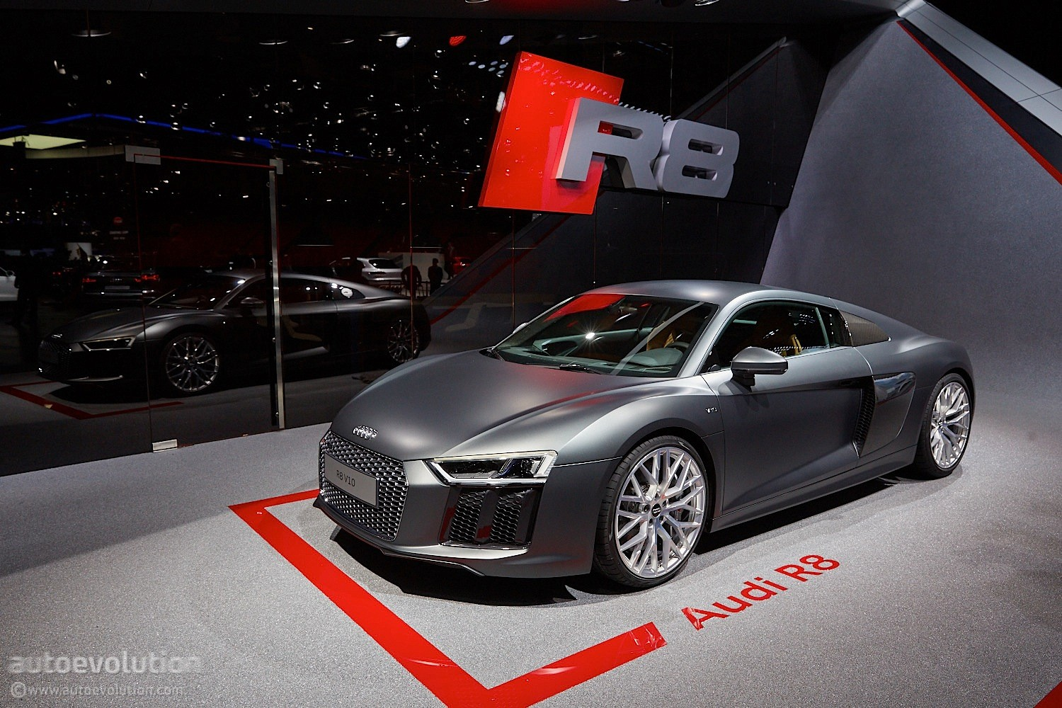 2016 audi r8 v10 reveals the next era of german supercars in geneva video live photos. Black Bedroom Furniture Sets. Home Design Ideas