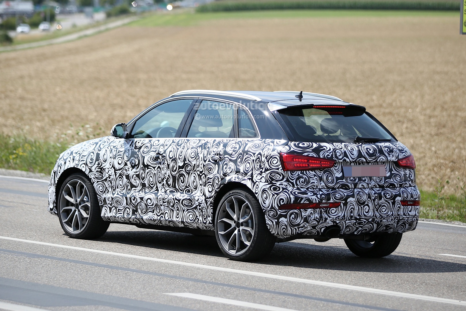 2016 audi rs q3 facelift joins q3 during testing session autoevolution. Black Bedroom Furniture Sets. Home Design Ideas