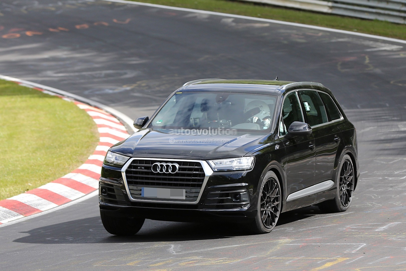 2016 audi sq7 prototype crashes at nurburgring autoevolution. Black Bedroom Furniture Sets. Home Design Ideas