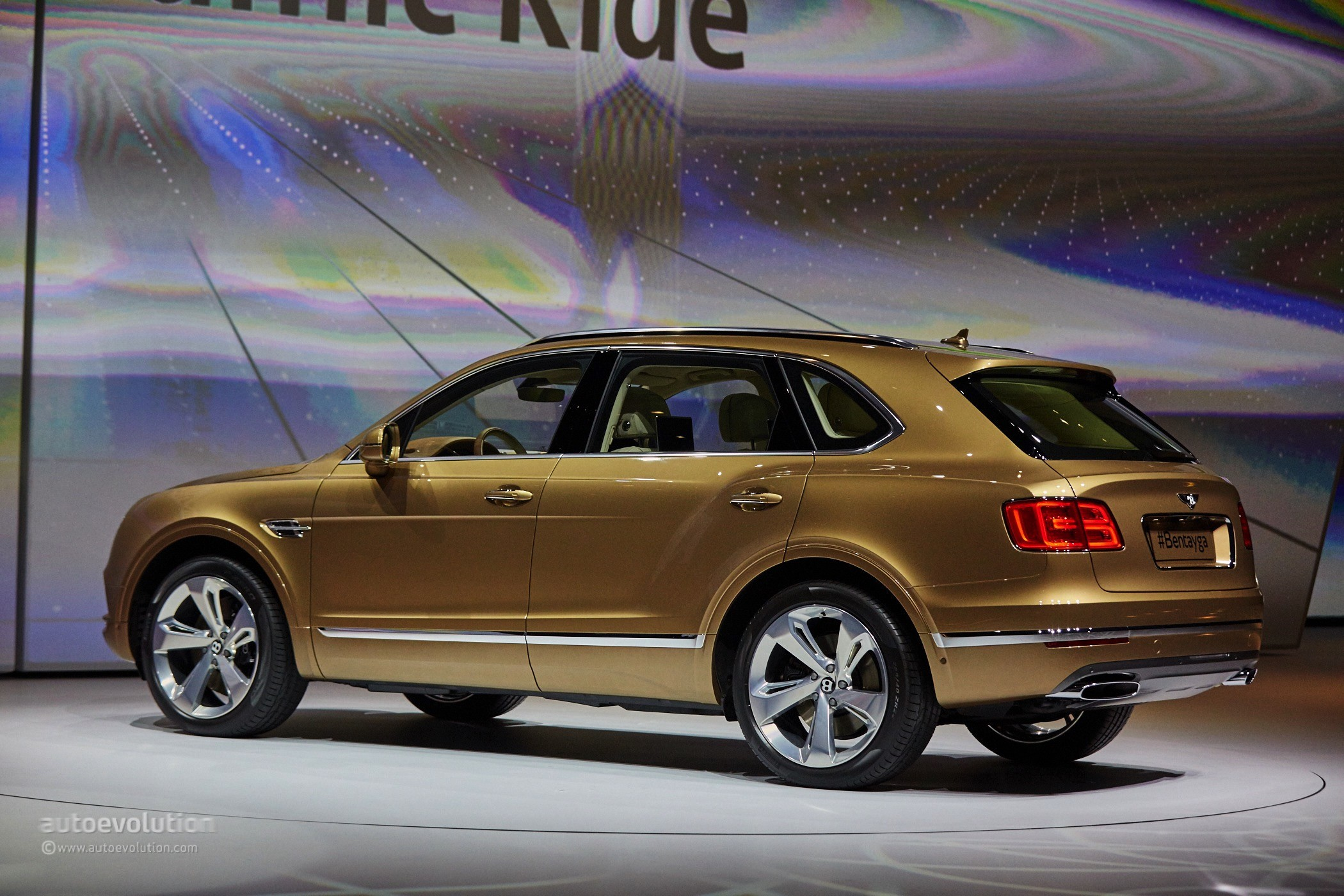 2016 Bentley Bentayga Makes World Debut In Gold At