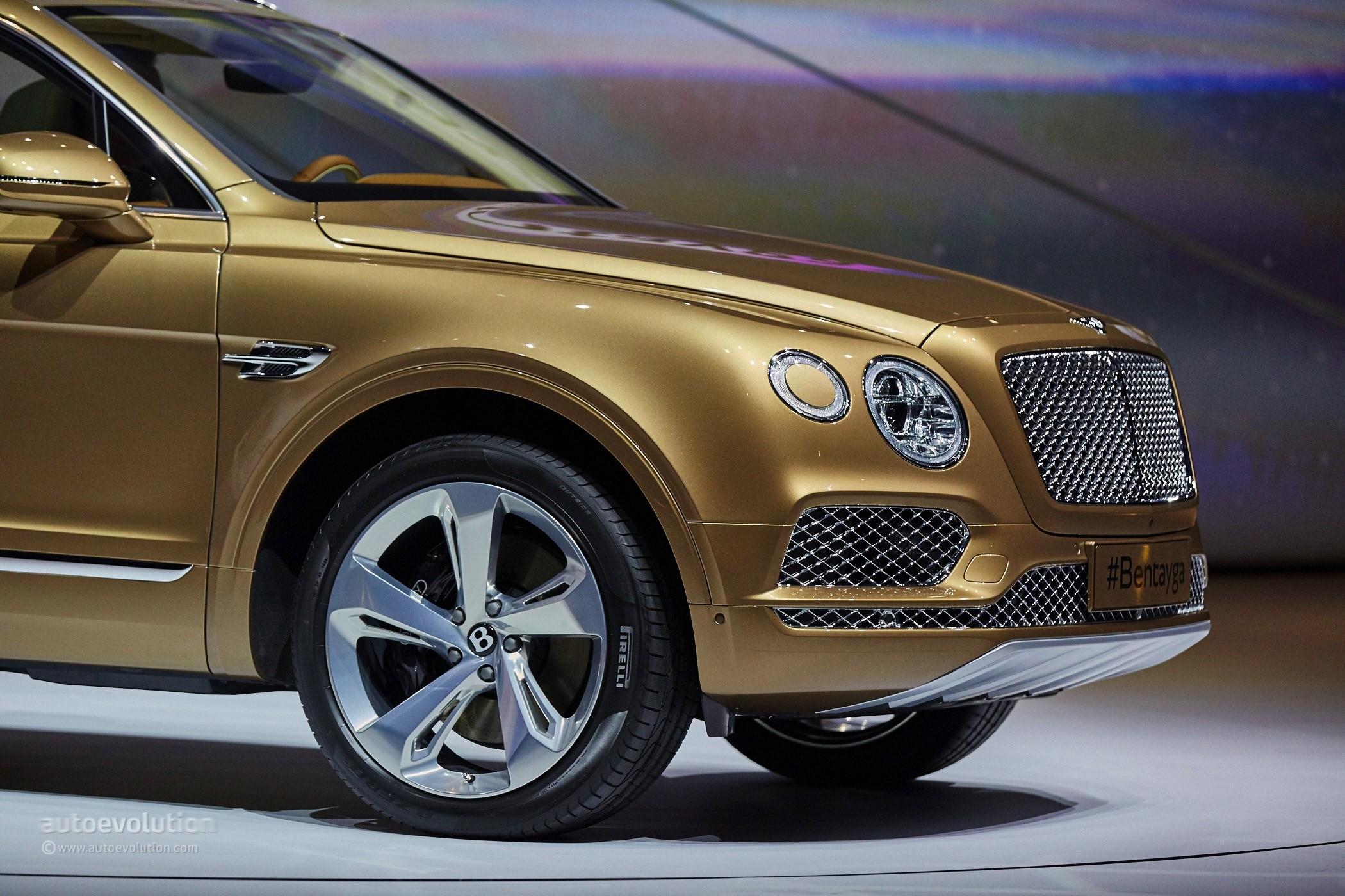 2016 Bentley Bentayga Makes World Debut in Gold at Frankfurt ...