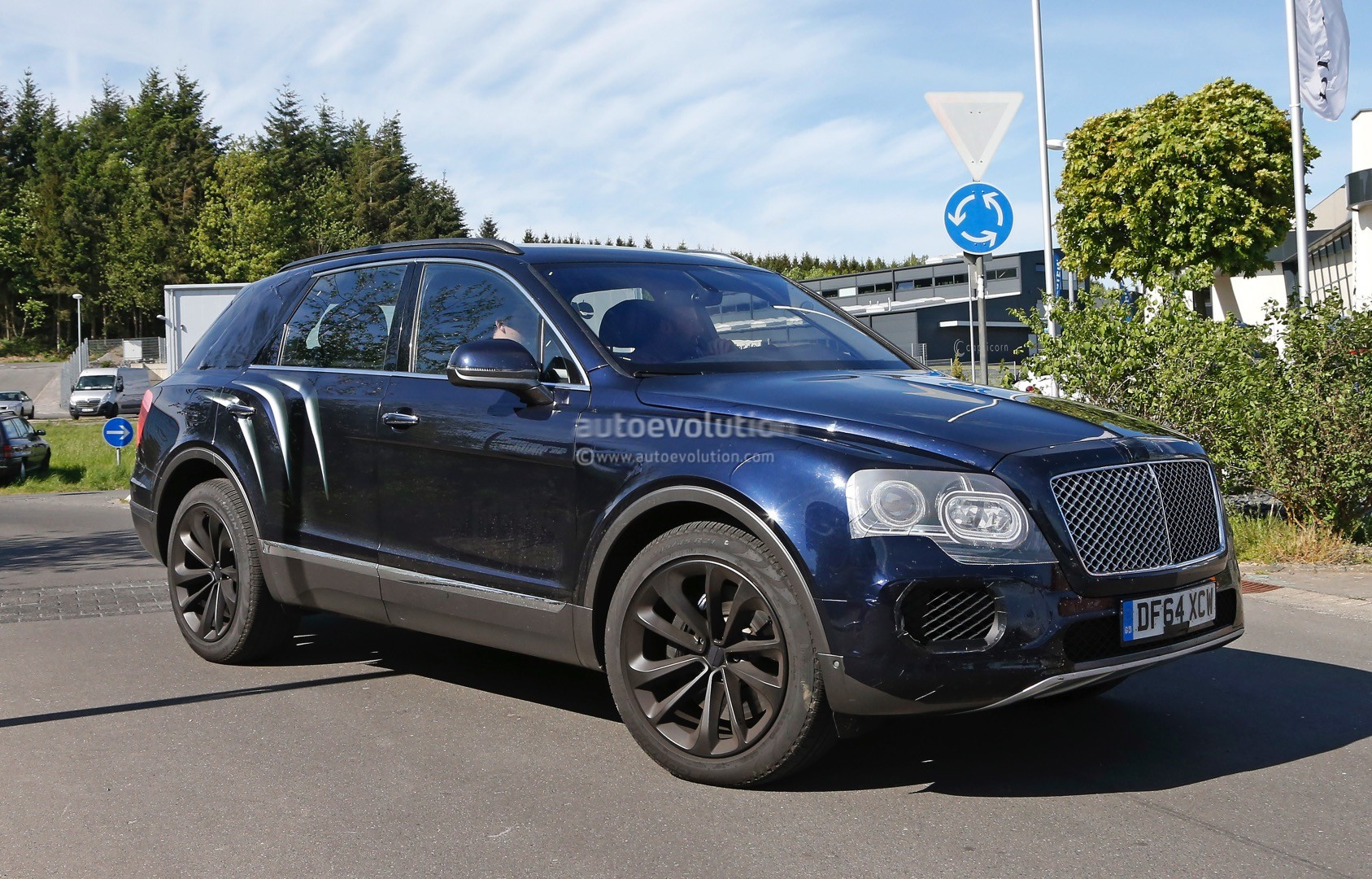 2016 Bentley Bentayga SUV Spotted Nearly Camo Free - autoevolution
