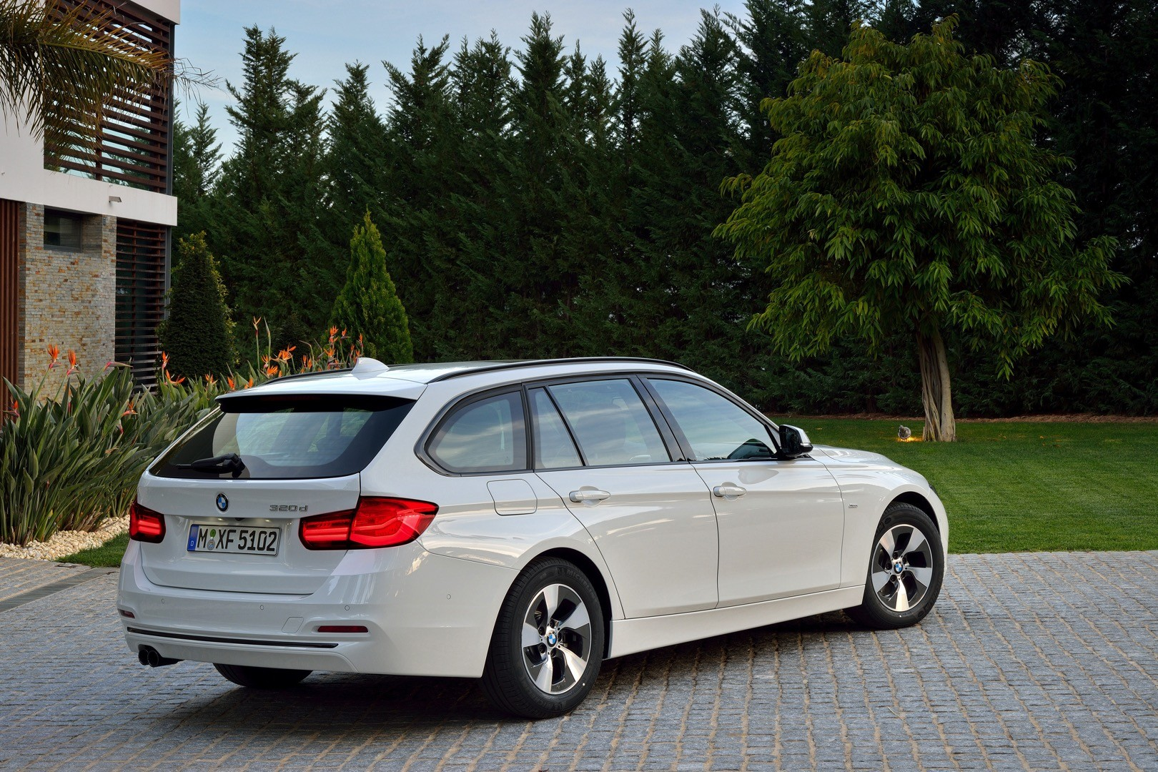 2016 bmw 3 series facelift officially unveiled with new. Black Bedroom Furniture Sets. Home Design Ideas