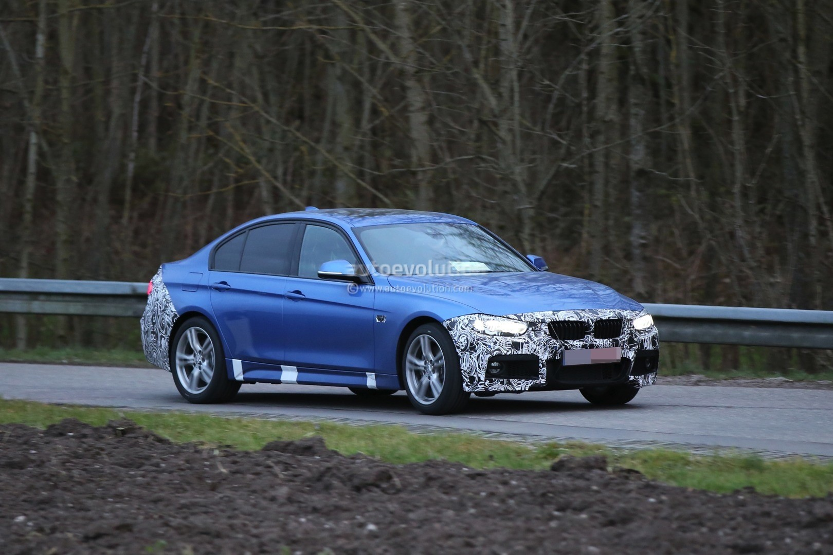 2016 BMW 3 Series Facelift Spotted Wearing New Taillights
