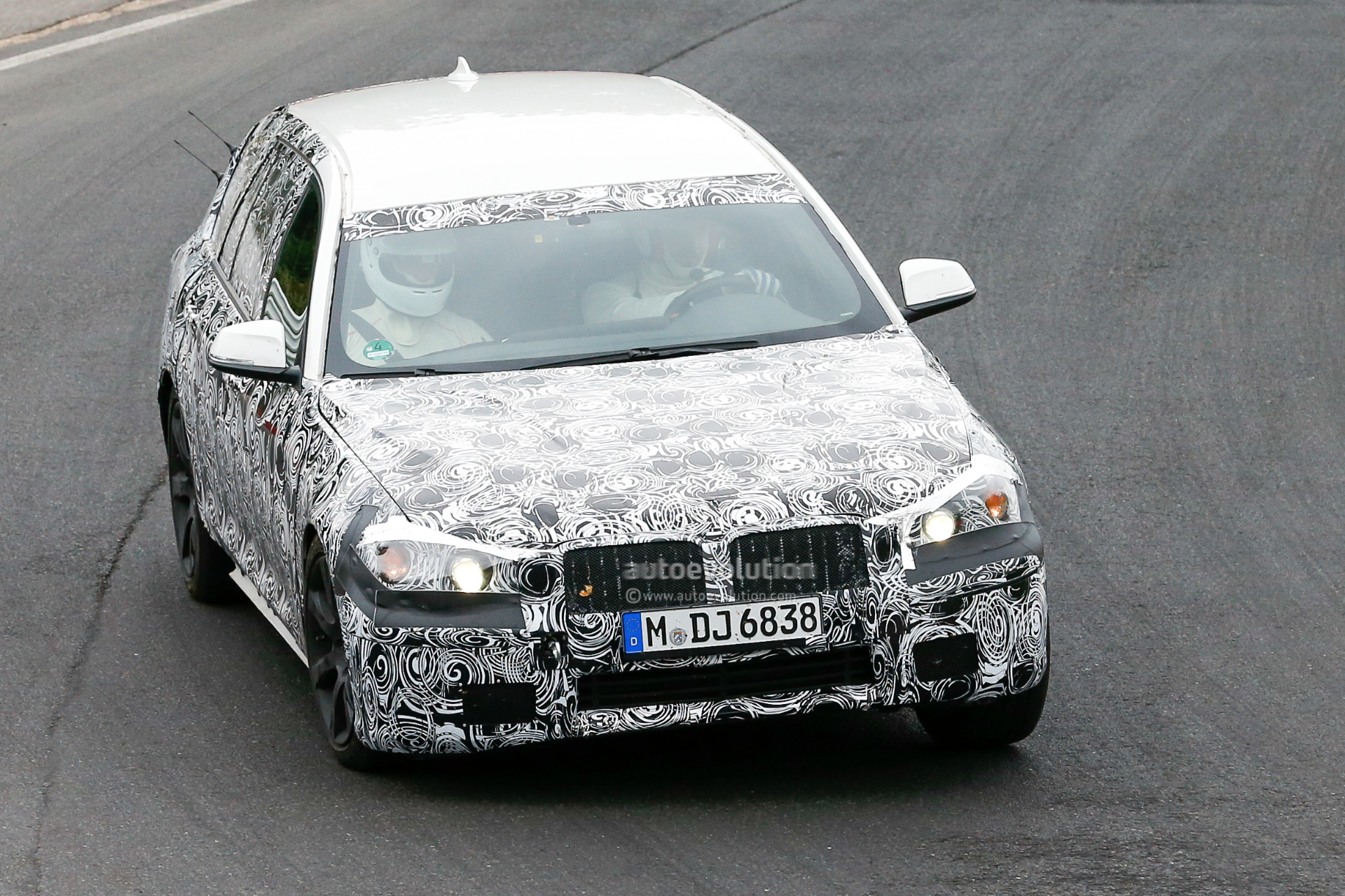 2016 - [BMW] Série 5 Berline & Touring [G30/G31] - Page 4 2016-bmw-5-series-touring-prototype-spied-inside-and-out-photo-gallery_3