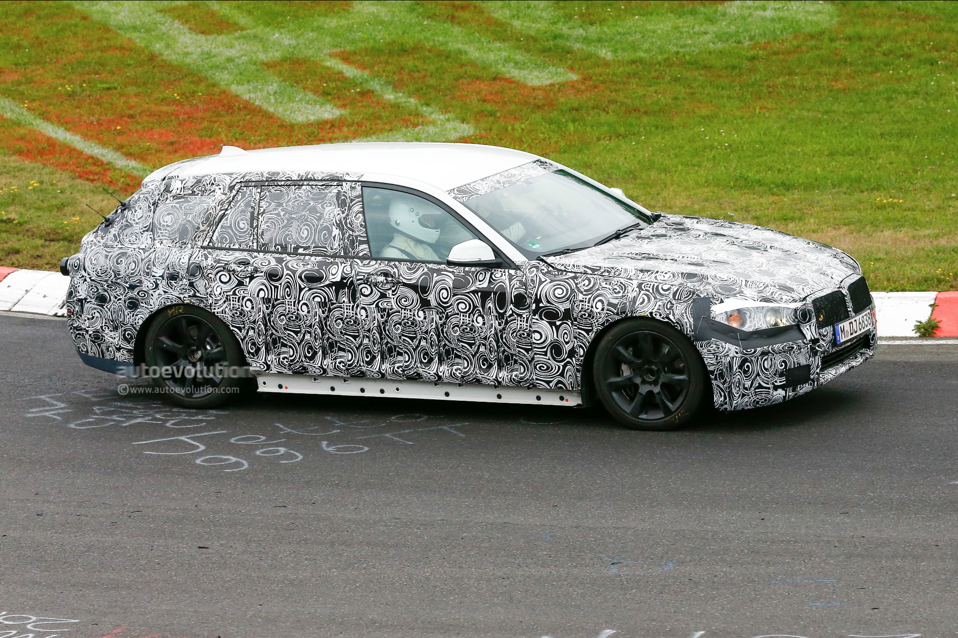 2016 - [BMW] Série 5 Berline & Touring [G30/G31] - Page 4 2016-bmw-5-series-touring-prototype-spied-inside-and-out-photo-gallery_5
