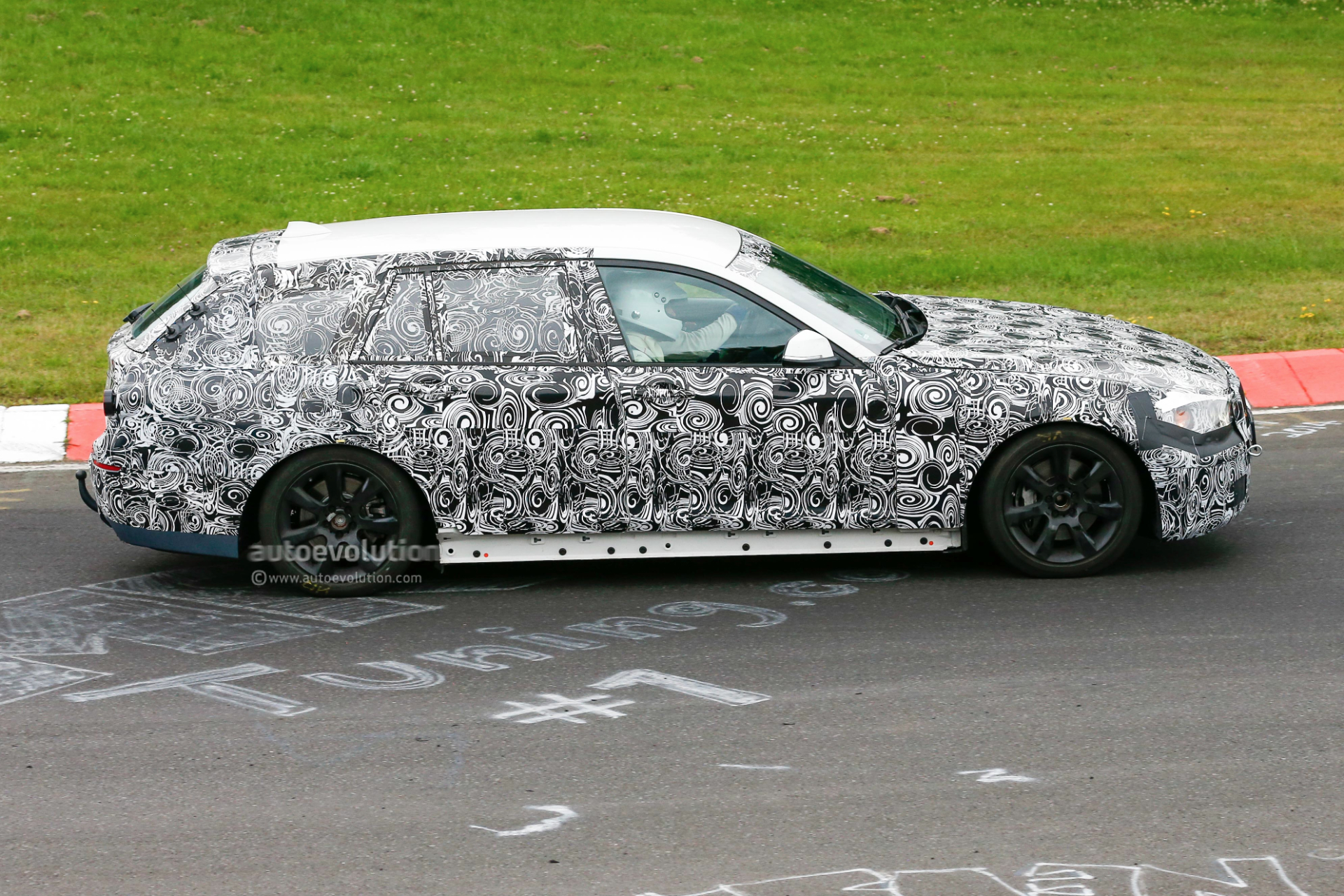 2016 - [BMW] Série 5 Berline & Touring [G30/G31] - Page 4 2016-bmw-5-series-touring-prototype-spied-inside-and-out-photo-gallery_6