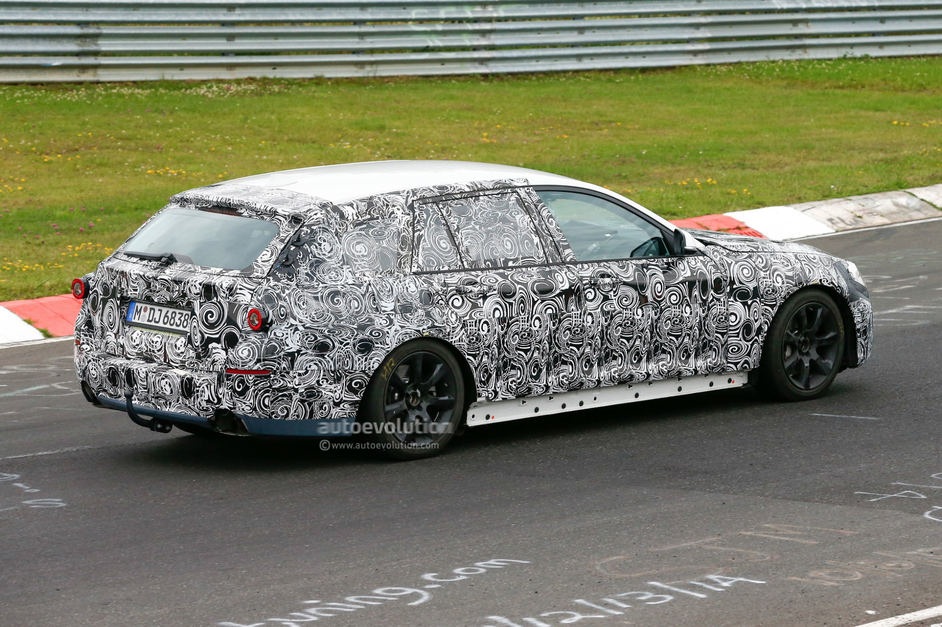 2016 - [BMW] Série 5 Berline & Touring [G30/G31] - Page 4 2016-bmw-5-series-touring-prototype-spied-inside-and-out-photo-gallery_7