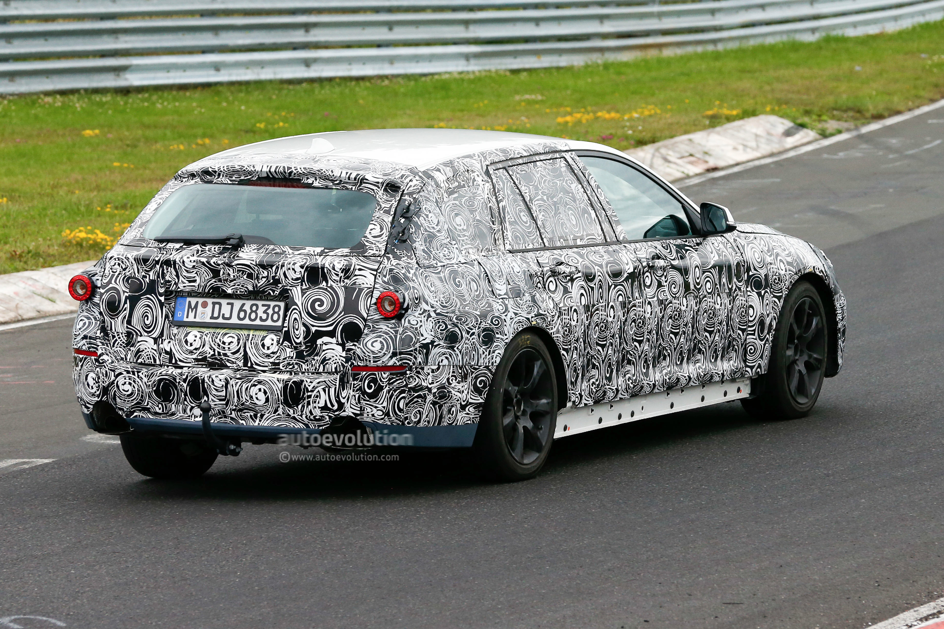 2016 - [BMW] Série 5 Berline & Touring [G30/G31] - Page 4 2016-bmw-5-series-touring-prototype-spied-inside-and-out-photo-gallery_8