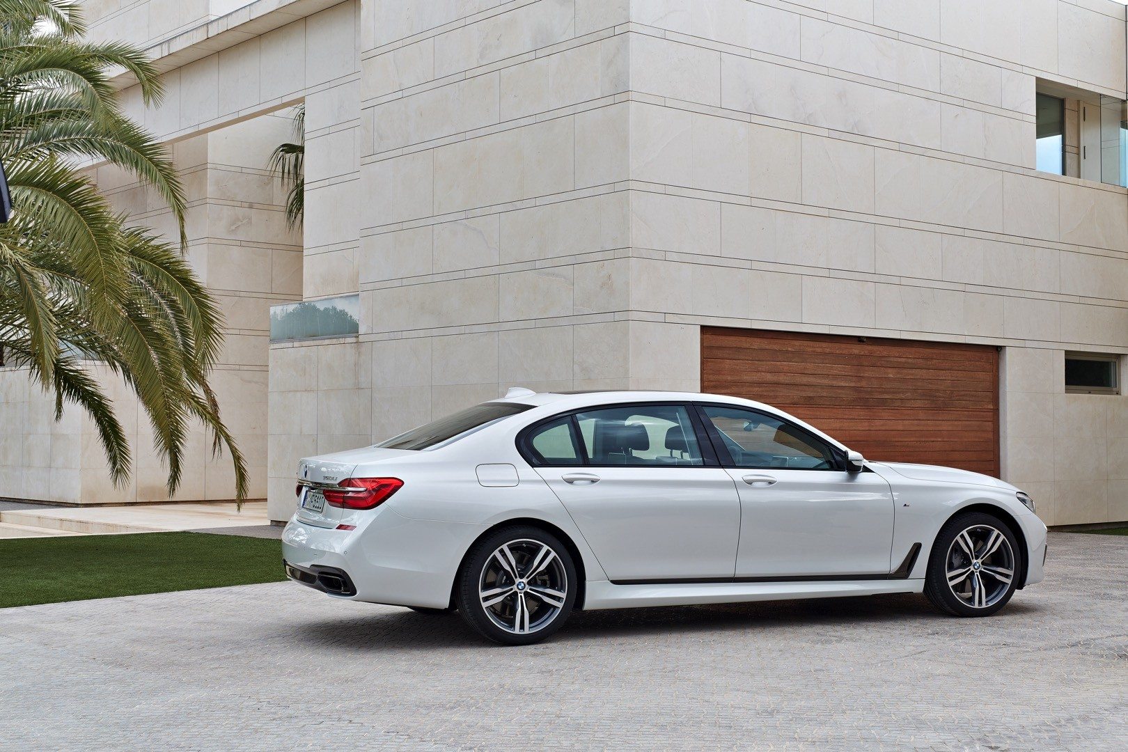 2016 BMW 7 Series Finally Officially Unveiled The Good Stuffs