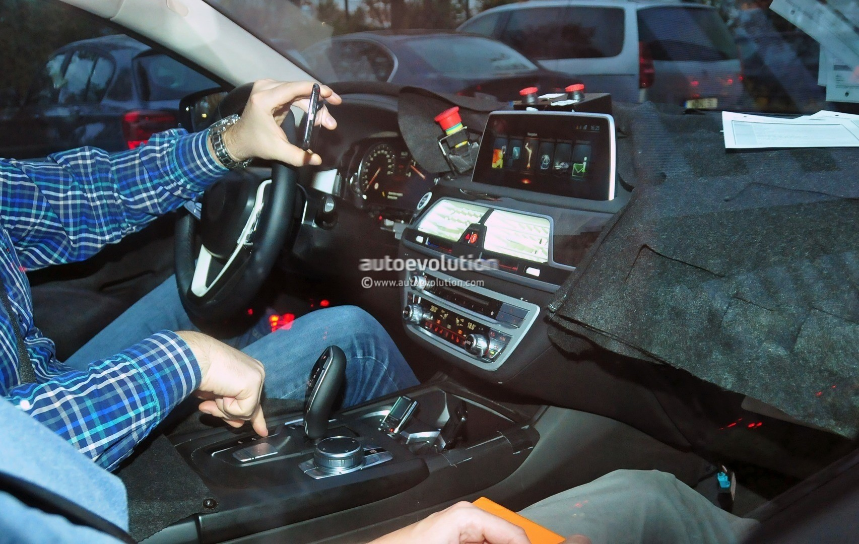 2016 bmw 7 series interior spied the new idrive interface for Interieur x2