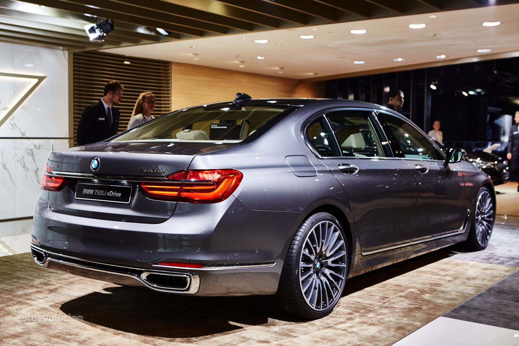 2016 Bmw 7 Series Shows Up In The Metal At Frankfurt Celebrates World Debut Autoevolution