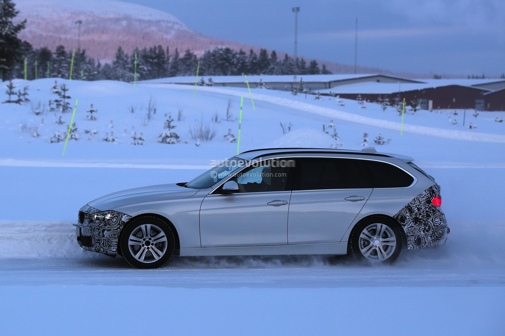 2016 bmw f31 3 series touring facelift spied testing in heavy snow autoevolution. Black Bedroom Furniture Sets. Home Design Ideas