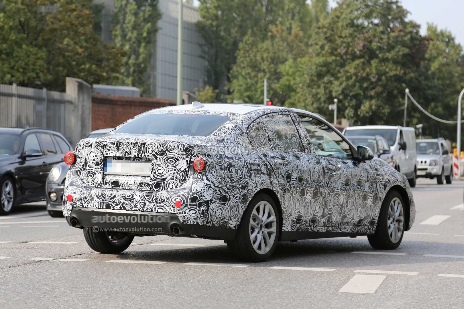 2016 - [BMW] Série 1 Sedan [F52] - Page 2 2016-bmw-f52-1-series-sedan-spied-for-the-first-time-photo-gallery_13