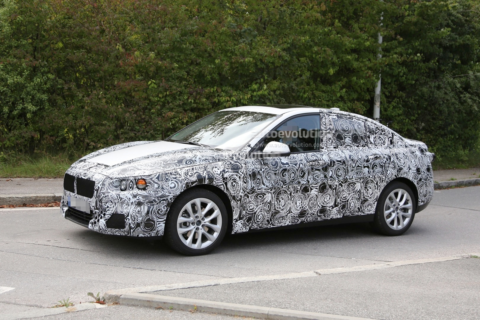 2016 - [BMW] Série 1 Sedan [F52] - Page 2 2016-bmw-f52-1-series-sedan-spied-for-the-first-time-photo-gallery_3