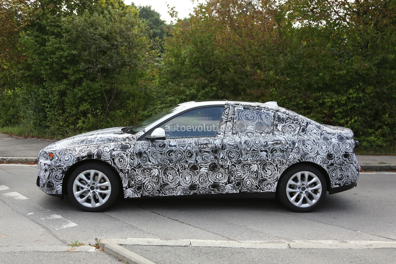 2016 - [BMW] Série 1 Sedan [F52] - Page 2 2016-bmw-f52-1-series-sedan-spied-for-the-first-time-photo-gallery_4