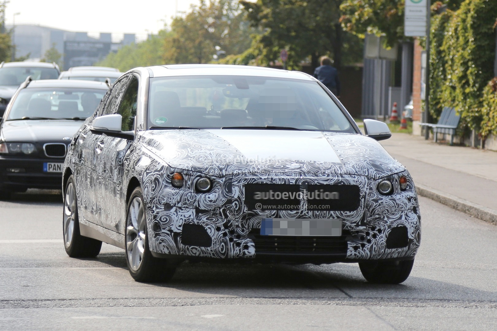 2016 - [BMW] Série 1 Sedan [F52] - Page 2 2016-bmw-f52-1-series-sedan-spied-for-the-first-time-photo-gallery_8