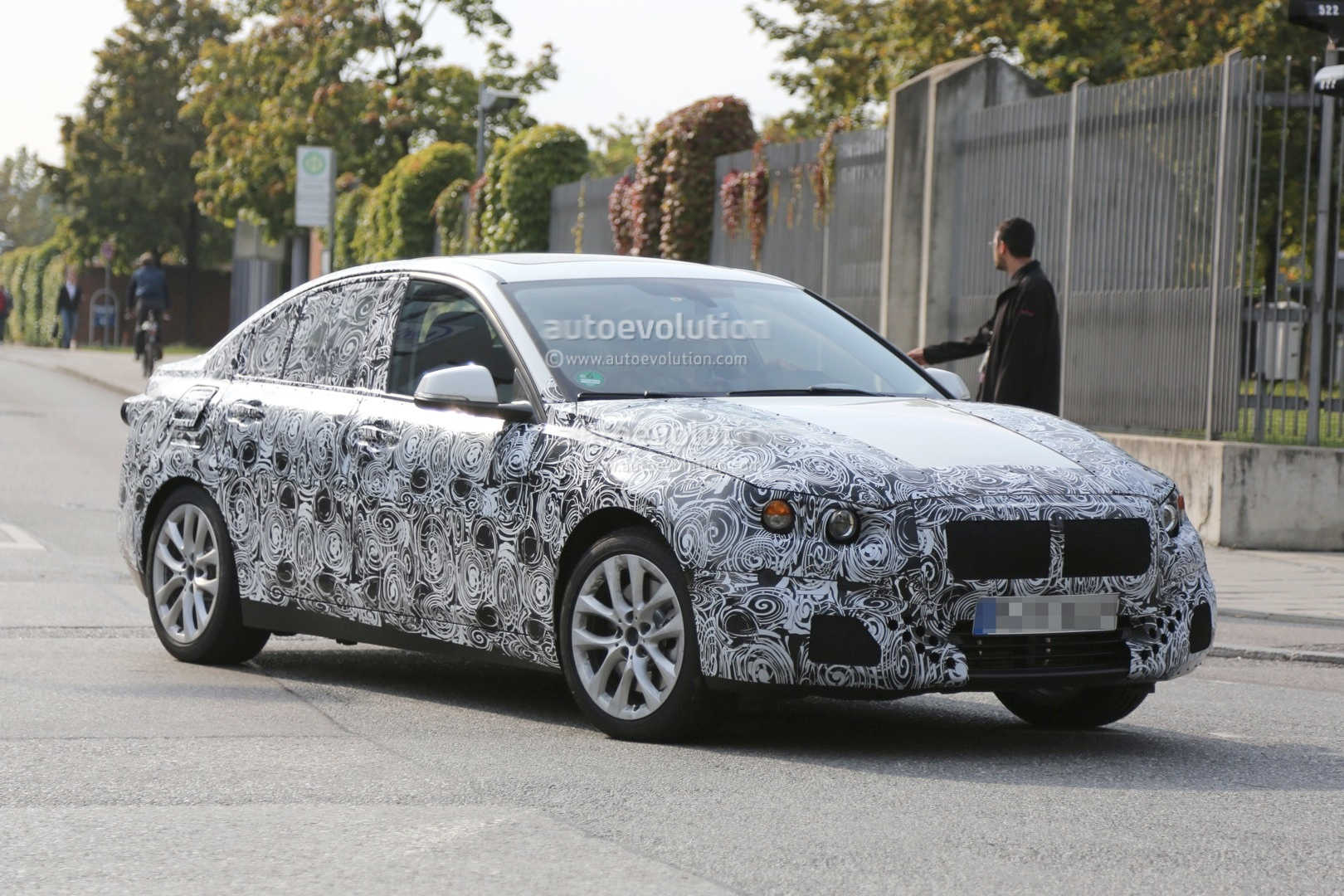 2016 - [BMW] Série 1 Sedan [F52] - Page 2 2016-bmw-f52-1-series-sedan-spied-for-the-first-time-photo-gallery_9