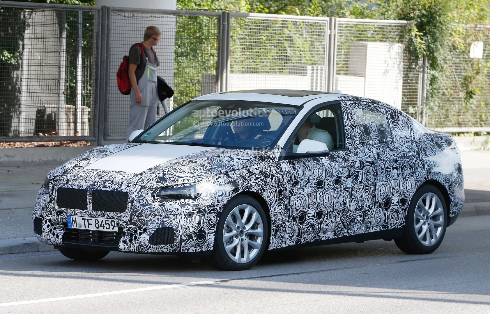 2016 bmw f52 1 series spied with production headlights autoevolution. Black Bedroom Furniture Sets. Home Design Ideas