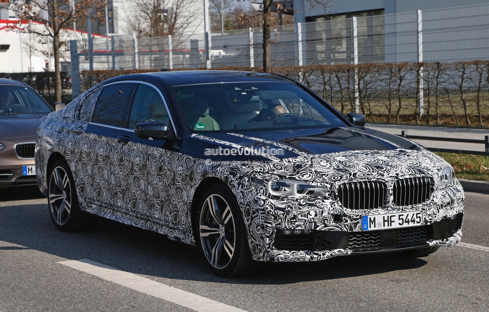 2016 bmw g11 7 series spied in m sport guise production ready autoevolution. Black Bedroom Furniture Sets. Home Design Ideas