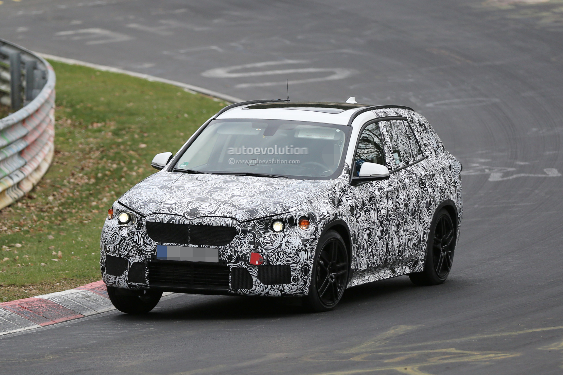 2016 bmw x1 spied racing x5 on the nurburgring autoevolution. Black Bedroom Furniture Sets. Home Design Ideas