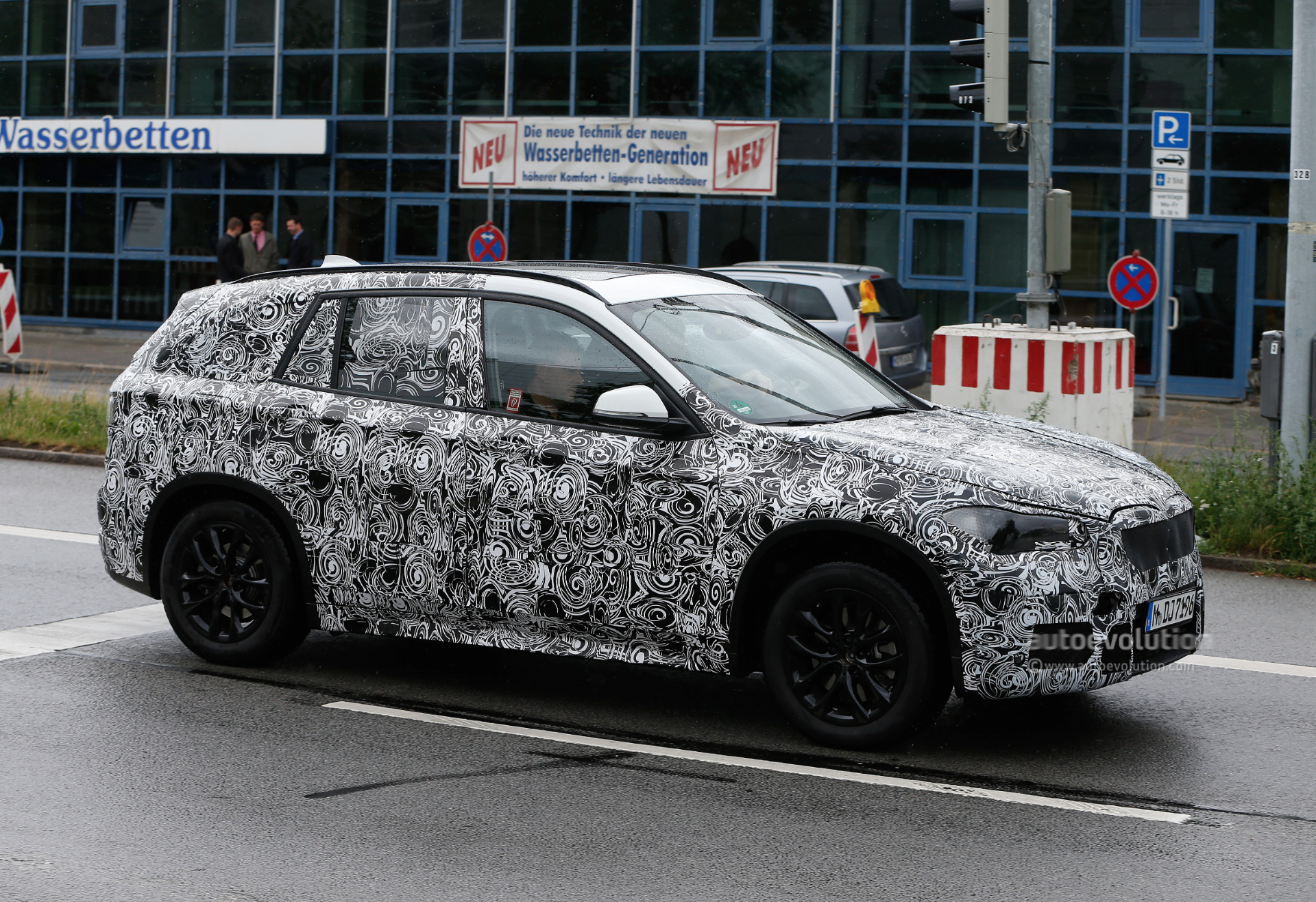 2015 - [BMW] X1 II [F48] - Page 5 2016-bmw-x1-spied-wearing-production-headlights-photo-gallery_3