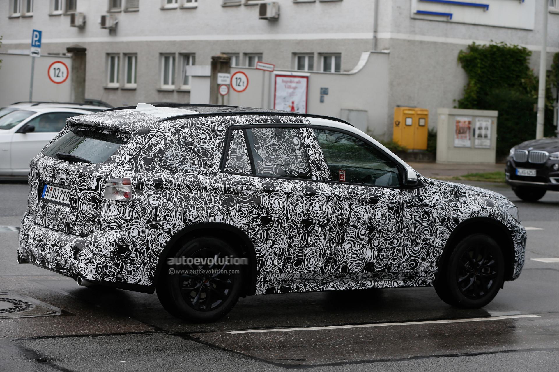 2015 - [BMW] X1 II [F48] - Page 5 2016-bmw-x1-spied-wearing-production-headlights-photo-gallery_5