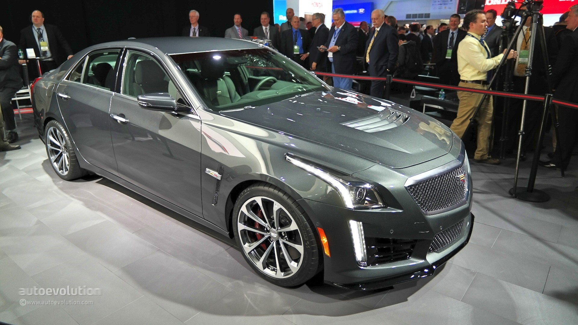 2016 cadillac cts v shows detroit what a performance sedan is all about live photos. Black Bedroom Furniture Sets. Home Design Ideas