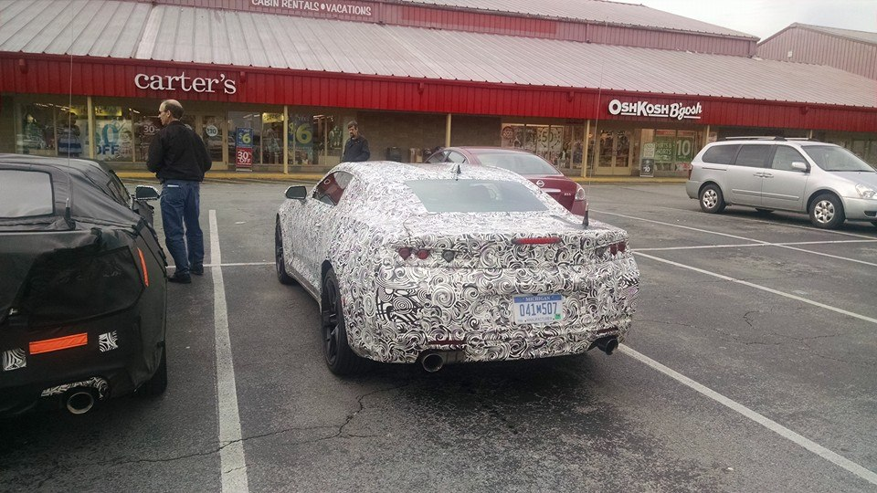 2016 - [Chevrolet] Camaro VI - Page 2 2016-chevrolet-camaro-spied-in-tennesse-photo-gallery_1