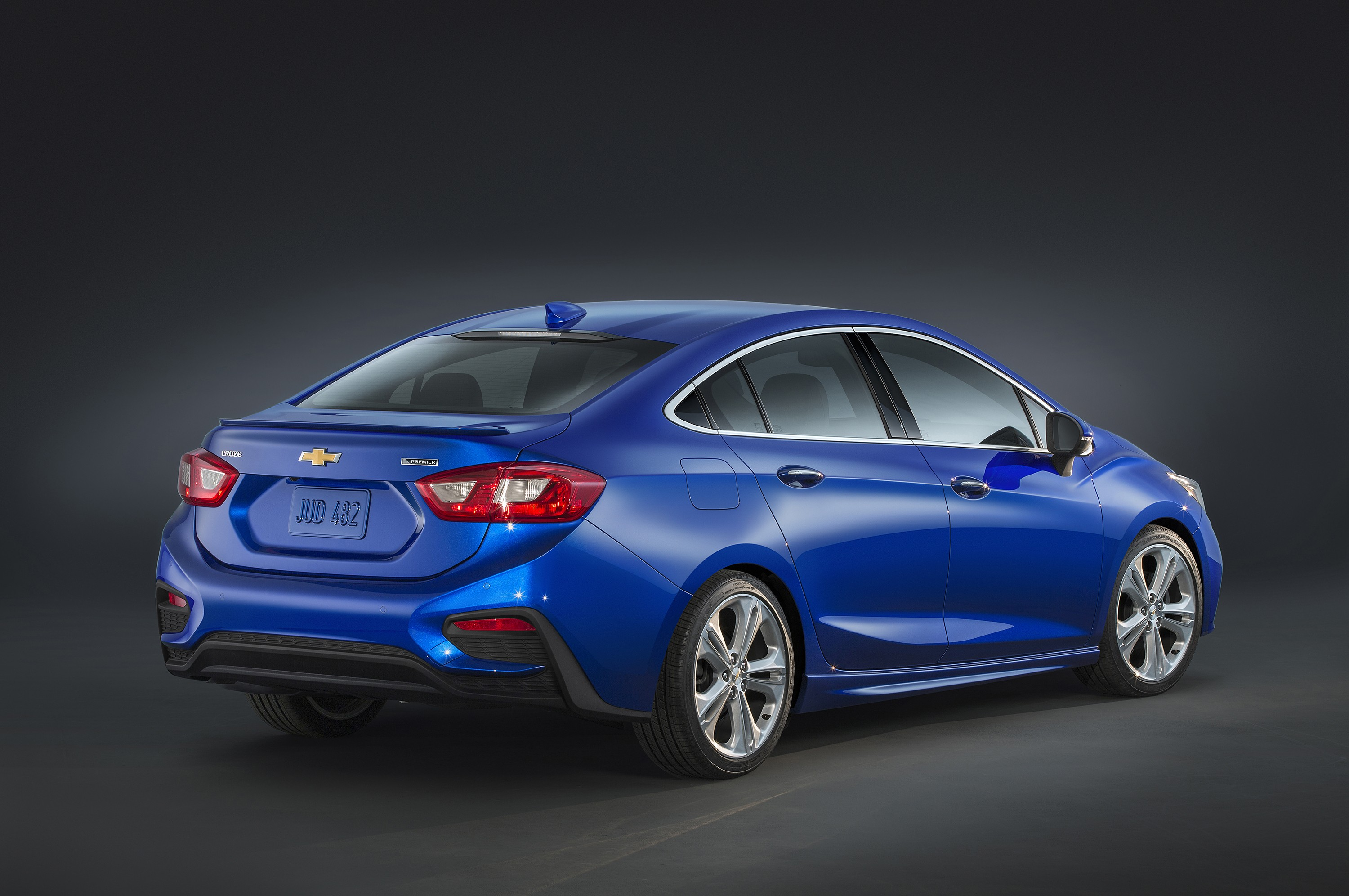 2016 Chevrolet Cruze Offers More of Everything and 40 MPG Highway ...