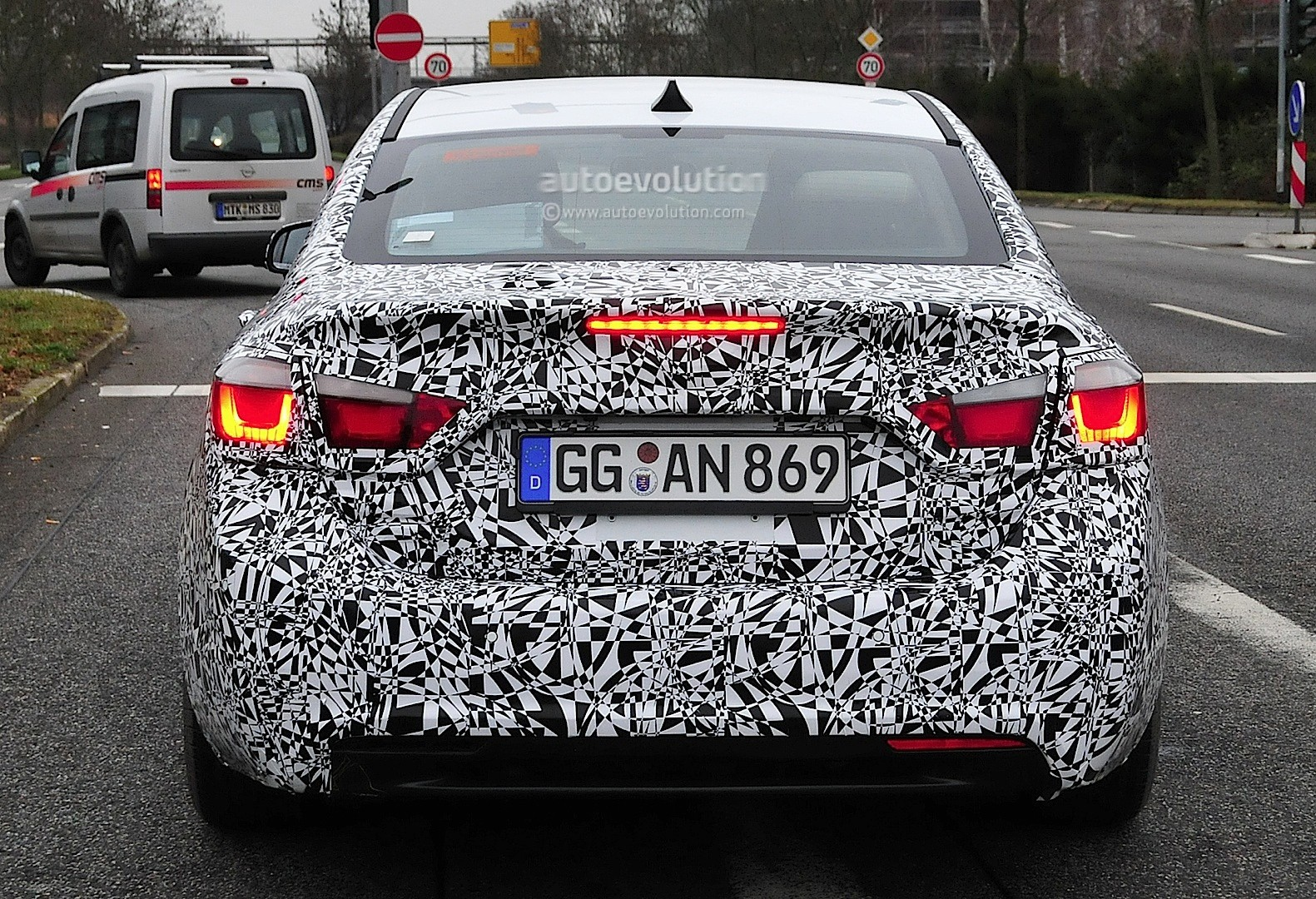 2016 Chevrolet Cruze Teased Boasting Android Auto and Apple