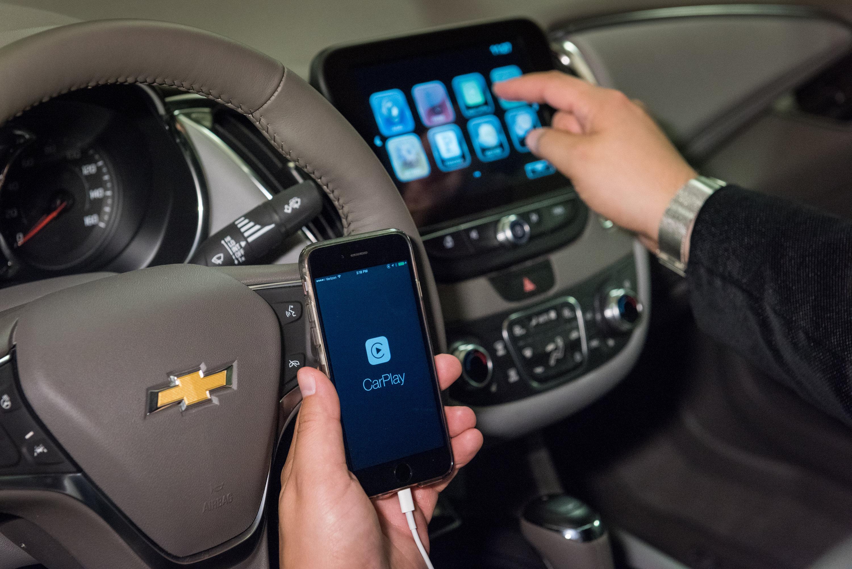2016 Chevrolet Cruze Teased Boasting Android Auto And Apple Carplay Compatibility Autoevolution