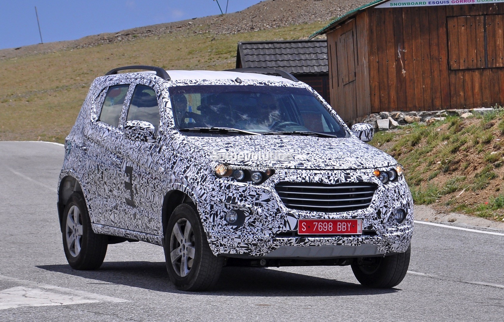 2016 Chevrolet Niva Shows Up In Camo For The First Time