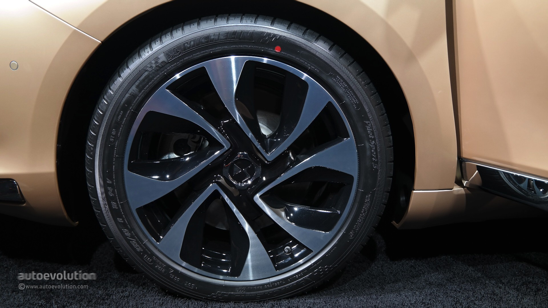 [SERIE SPECIALE][CN] DS 5 Golden Mat 2016-citroen-ds5-brings-french-luxury-redefined-in-shanghai-live-photos_44