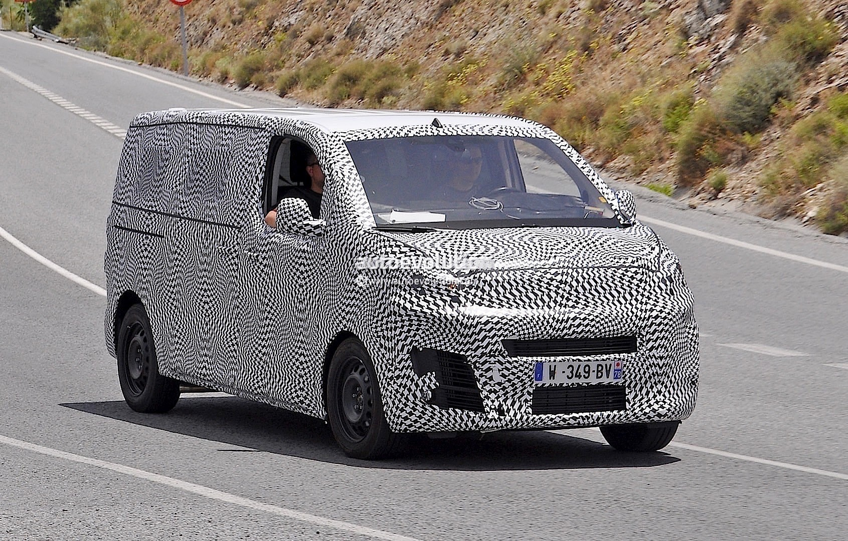 2016 citroen jumpy spied again could debut later this. Black Bedroom Furniture Sets. Home Design Ideas