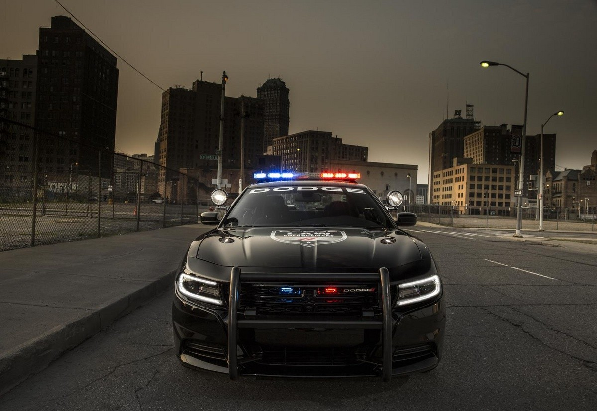 2016 Dodge Charger Pursuit Features a 12.1-inch ... Futuristic Police Officer
